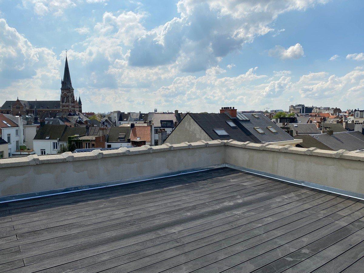 Duplex appartement met groot zonneterras op ideale locatie!